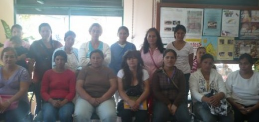 Deze groep vrouwen uit Paraguay wacht op een sociale lening door internetters.