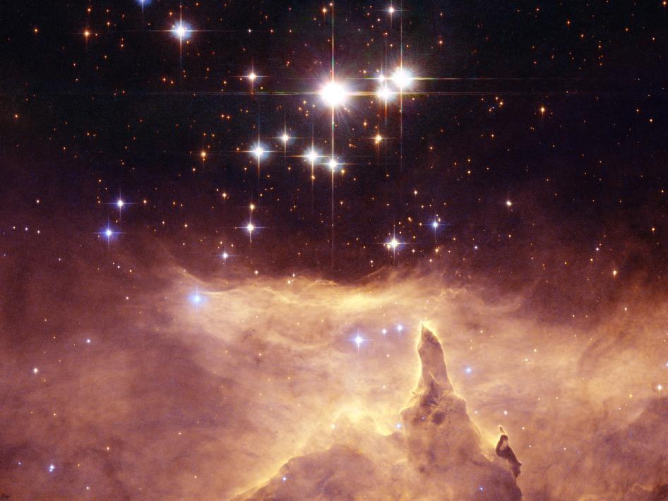 Adembenemend mooi: de drie sterren van Pismis 24 boven een gasnevel