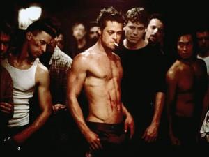 In de cultklassieker Fight Club (1999) slaan gefrustreerde mannen elkaar in het geheim lens. Critici vonden de film onverantwoordelijk.