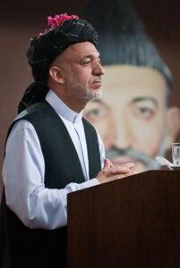 Hamid Karzai ontpopt zich steeds meer als dictator.