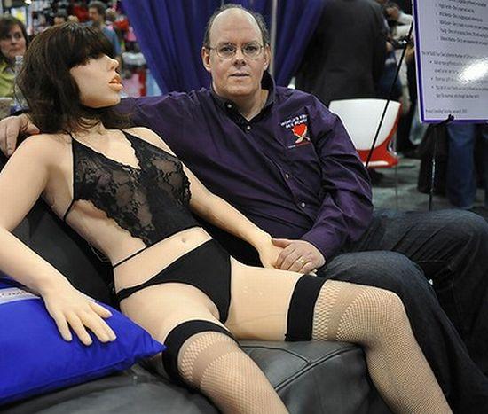 Geen zin in een lang voorspel of romantiek? Dan is een gehoorzame seksrobot DE oplossing...