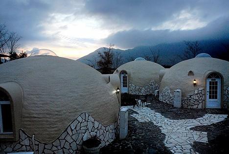 Zijn deze Japanse koepels DE oplossing voor huisvesting in aardbevingsgebieden?