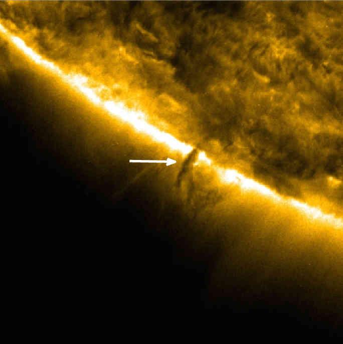 Een zonnetornado. Ondertussen weten we dat ze niet echt draaien, en dus geen tornado's zijn. Bron: NASA