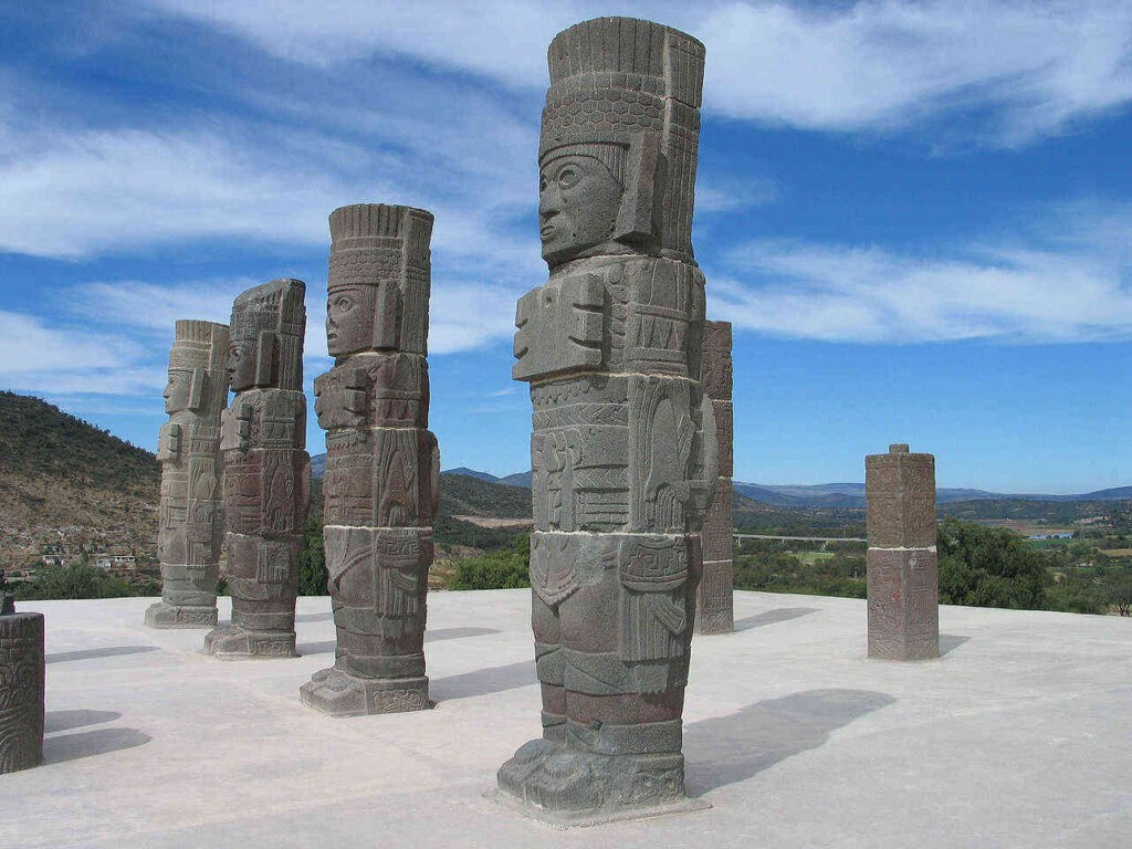 """De """"telamones"""" van Tula worden toegeschreven aan de Tolteken. Maar waren de toltecah wel een volk, of was het de Náhuatl term voor wijzen?"""