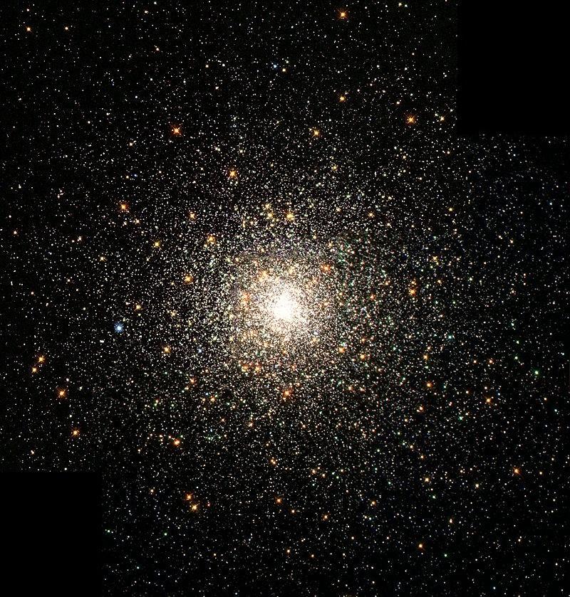 De bolvormige sterhoop Messier 80. De centrale zwarte gaten in deze bolvormige sterhopen hebben een voorspelde massa van rond de 30 zonsmassa's.