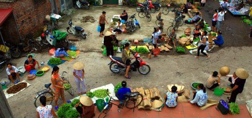 Vietnam slaagt er in met weinig energie en andere hulpbronnen, toch een goede levenskwaliteit te bereiken. Wel schort er het een en ander aan democratische rechten in dit communistische land. Bron: Hanoi TV