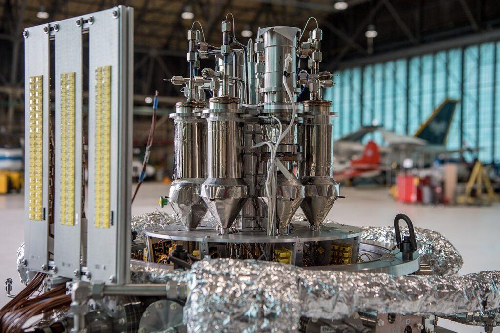 Het NASA Kilopower experiment is bedoeld voor astronauten om zelf 1-10 kilowatt stroom op te wekken. De 93% uranium-235 in de brandstofkern maakt het iets minder aantrekkelijk voor thuisgebruik. Bron: Wikimedia Commons/NASA