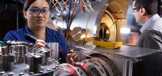 Technicus bij een prototype. Bron: Lockheed Martin