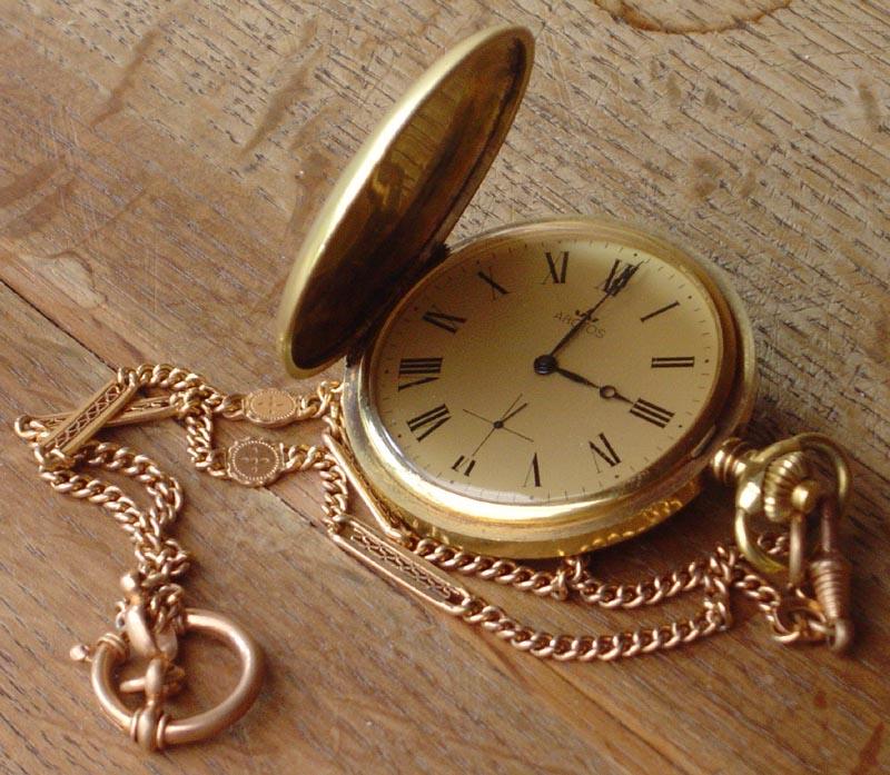 Tijd is nog steeds een onopgelost raadsel. Horloge, gefotografeerd door Isabelle Grosjean ZA , Wikimedia Commons