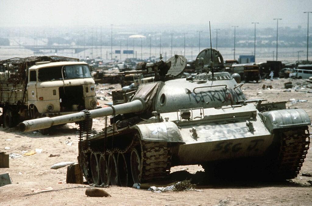 raakse tankwrakken in Koeweit na de Golfoorlog.Bron: Luchtmacht VS/Tech. Sgt. Joe Coleman, USAF via Wikimedia Commons