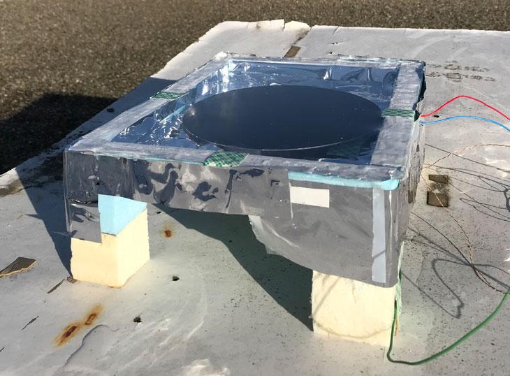 Het anti-zonnepaneel levert een beetje energie in de nacht. Bron: Stanford University