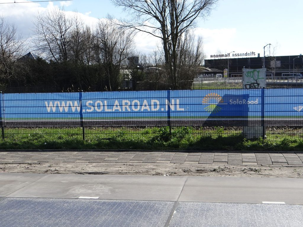 De Nederlandse start-up Solaroad produceerde de eerste zonneweg in Nederland. Bron: By Blueknight - Own work, CC BY-SA 4.0, https://commons.wikimedia.org/w/index.php?curid=39412445