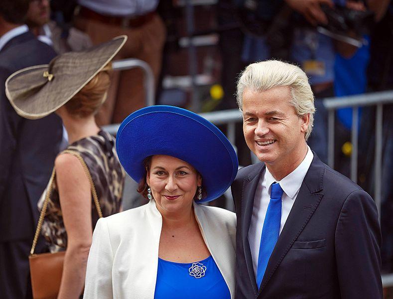 Geert Wilders met zijn vrouw Krisztina Marfai op Prinsjesdag 2014. Bron: Phil Nijman/Rijksoverheid (public domain ex. Wikimedia Commons)