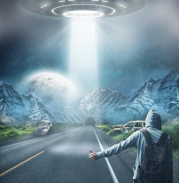 De geruchten over samenwerking tussen overheden en buitenaardse wezens blijven hardnekkig. Wat als ze waar zijn? No copyright/plaatje afkomstig van https://pixabay.com/users/comfreak-51581/