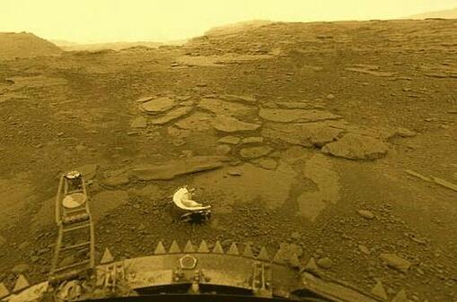 Op Venus is het broeikaseffect volkomen op hol geslagen. Dit had op een aarde zonder leven ook kunnen gebeuren. Bron: Roskosmos