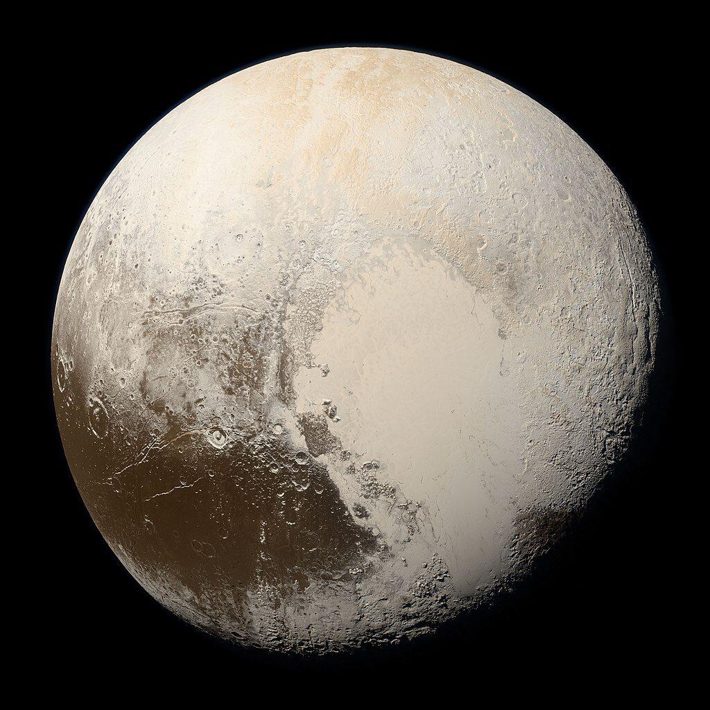 De NASA-satelliet New Horizons maakte de opnames die samen werden gevoegd tot dit beeld van de oppervlakte van Pluto. Het witte hart bestaat uit bijna pure stikstof. Bron: NASA