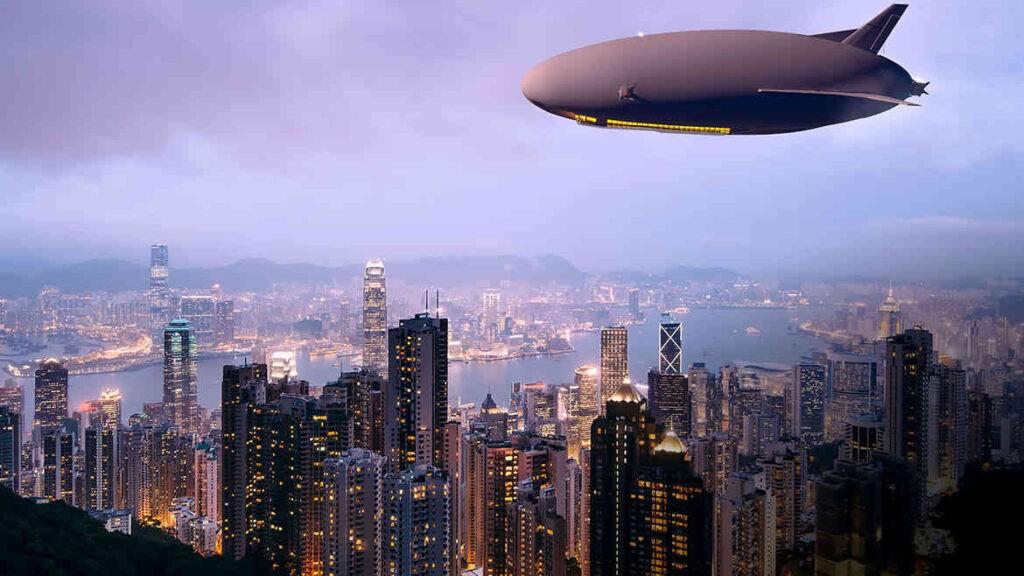 Een Airlander zeppelin boven Hongkong. Vormen vrachtzeppelins het vervoer van de toekomst?