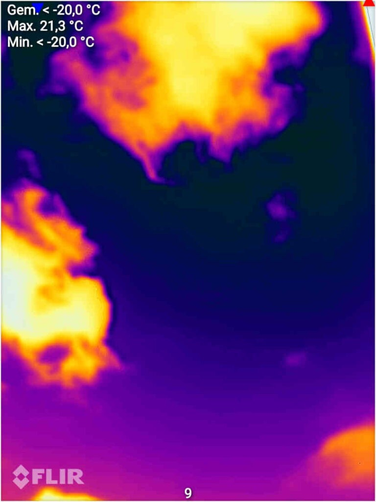 Infraroodfoto van de lucht op een zonnige dag. Alleen door het felle zonlicht lopen de temperaturen hoog op. Bron/copyright: Visionair.nl/auteur