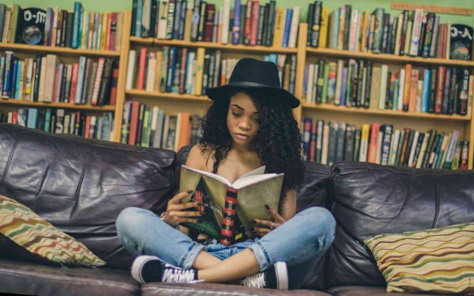 Hoe word ik slimmer? Lezen van diepgaande teksten behoort tot de beste manieren om slimmer te worden. Daarbij hoort vanzelfsprekend niet pseudo-intellectueel geleuter zoals critical race theory.