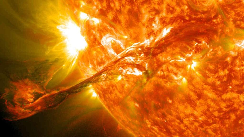 Op 31 augustus 2012 barstte deze grote zonnevlam uit. Gelukkig zijn de meeste zonnevlammen kleiner.  Credit: NASA/GSFC/SDO